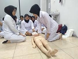 Mahasiswa Prodi Pendidikan Profesi Bidan Program Profesi melakukan Pelatihan Bantuan Hidup Dasar di RSUP H. Adam Malik Medan. Senin, 02 Maret 2020